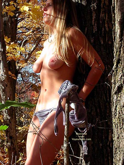 Pic #4 - Macgirl A Fall Stroll