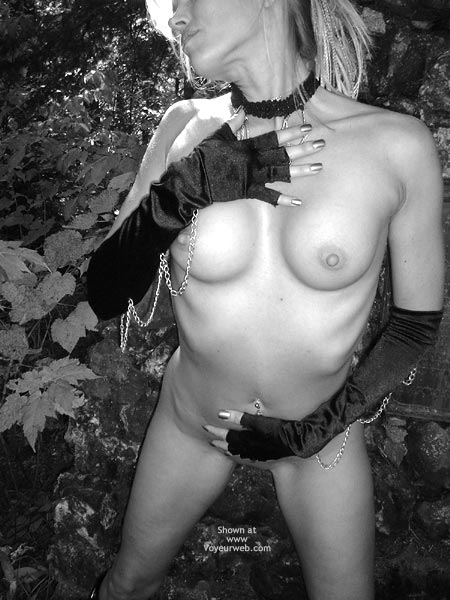 Pic #5 - Nikkie Goes Gothic For Halloween