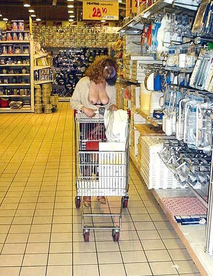 Pic #2 - Caty ad Auchan