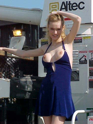 Pic #2 - I Love Getting Naked Outside