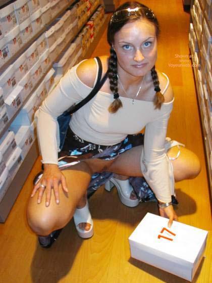 Pic #4 - *NP Kinky Krissy on Shopping Tour