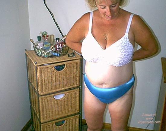 Pic #3 - Mature NH Wife 4 Others