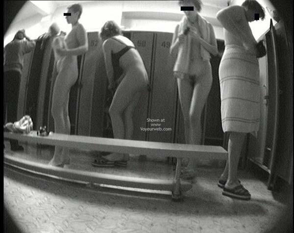 Pic #2 - Pool Dress Room - 3 Nude Girls