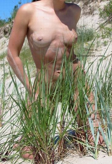 Pic #5 - Nude Girlfriend in The Sun