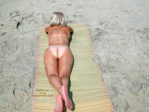 Pic #4 - Amy - Naked at The Beach
