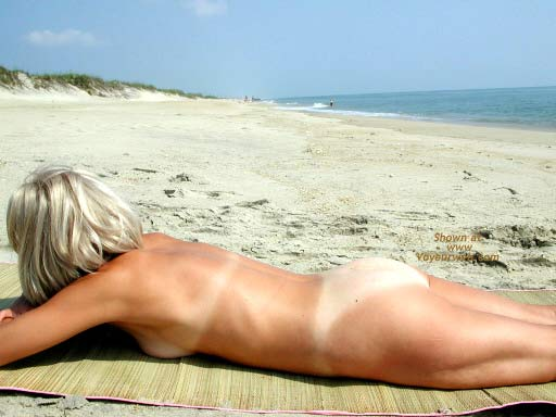 Pic #5 - Amy - Naked at The Beach