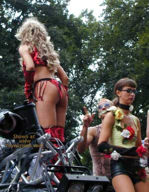 Pic #6 - Berlin Love Parade 2000 Pt.2