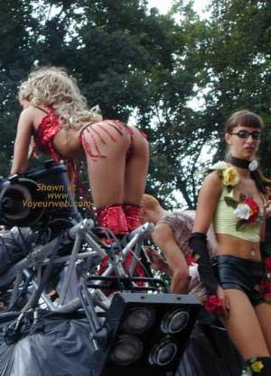 Pic #7 - Berlin Love Parade 2000 Pt.2