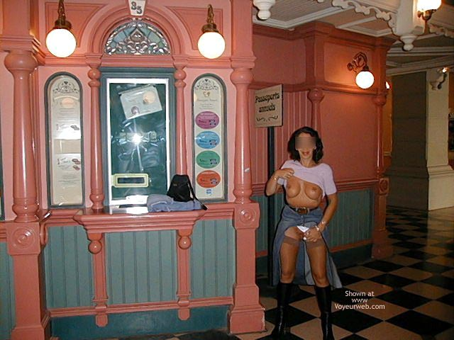 Pic #7 - Monique in Euro Disneyland 2