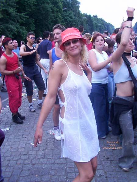 Pic #8 - Love Parade Berlin 2002 Part 1