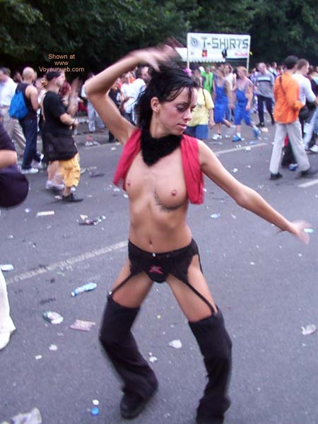 Pic #10 - Love Parade Berlin 2002 Part 1