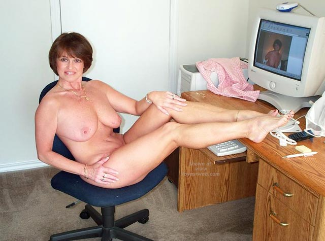 Pic #5 - Claire Gets Naked at The Computer!