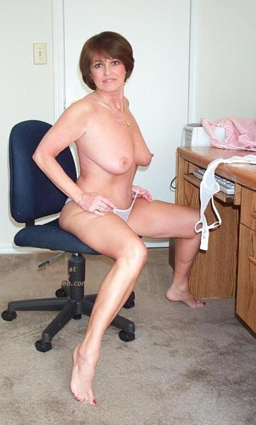Pic #6 - Claire Gets Naked at The Computer!