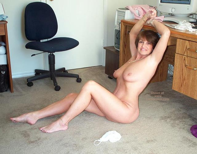 Pic #8 - Claire Gets Naked at The Computer!