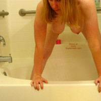 *Sh Manitou Lisa In The Shower