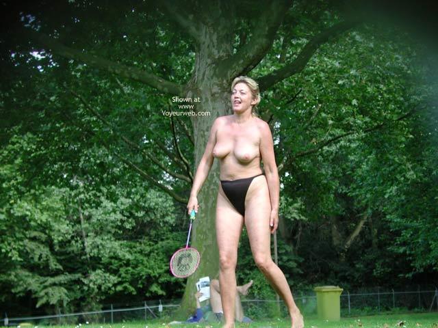 Pic #6 - Older Mom Play´s Badminton