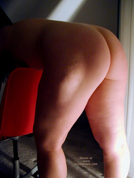 Pic #7 - OH Wife Hard Nipples - Round Rear - Shadows - Curves