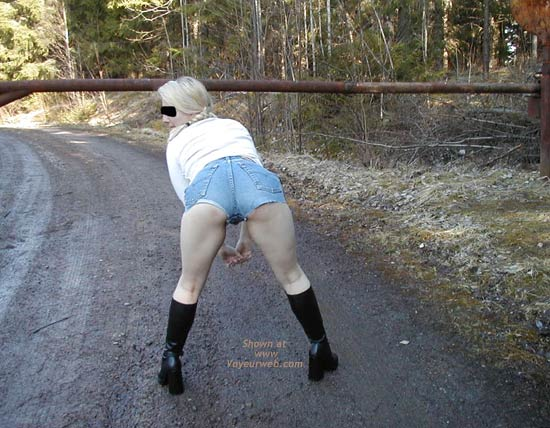 Pic #3 - Linda Have to Pee!