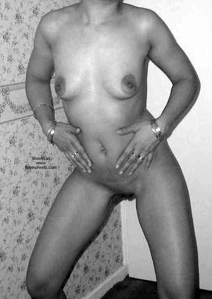 Pic #4 - Pretty Young Indian Wife