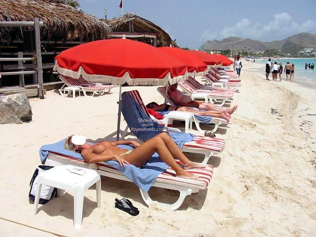 Pic #4 - Classy Wife Enjoys The Island Sun