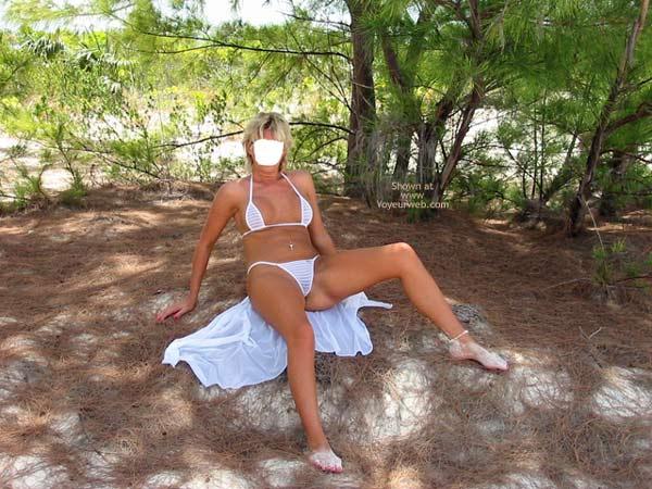 Pic #6 - Classy Wife Enjoys The Island Sun