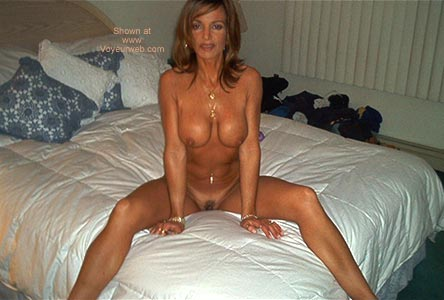 Pic #4 *NT She is 39 and Very Hot