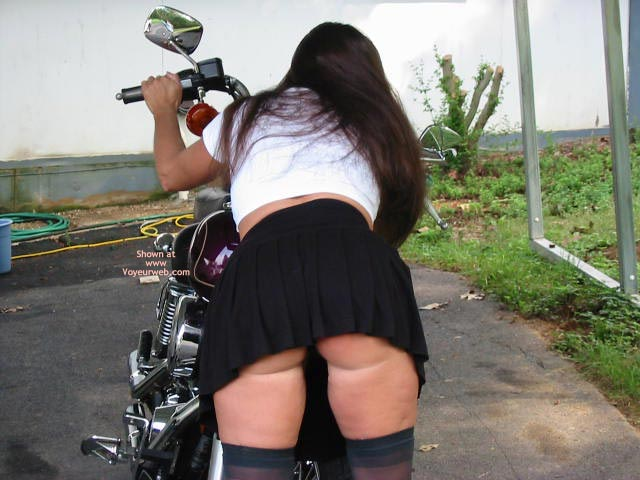 Pic #1 - A Rear View Of Victoria'S Assets