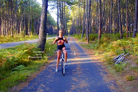 Pic #5 - Tina On A Bike, Tina A Velo