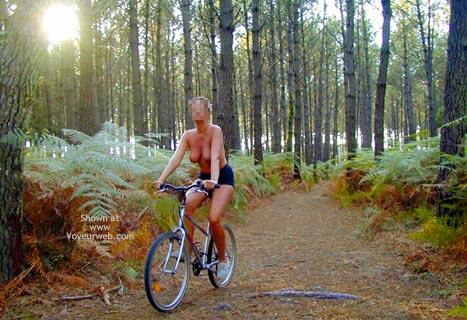 Pic #10 - Tina On A Bike, Tina A Velo