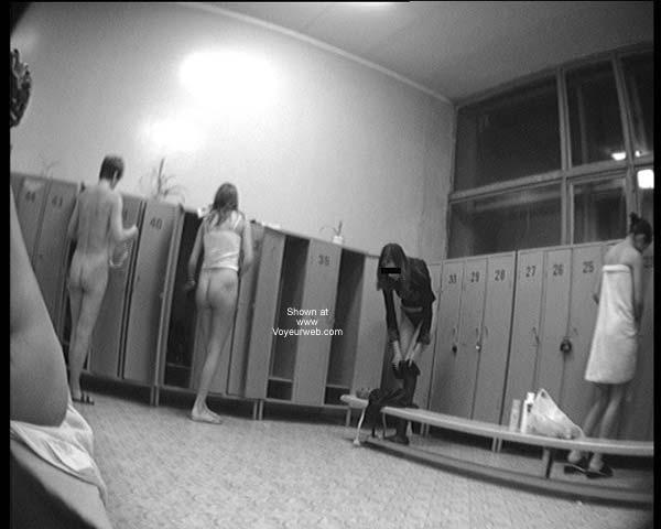 Pic #1 - Pool Dress Room - 2 Teen