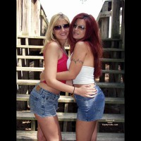 *Gg Blonde N Brunette In The Sun