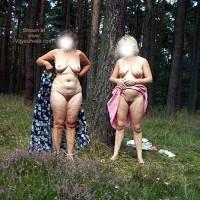 *GG Mausi und Babsi Nude in Public