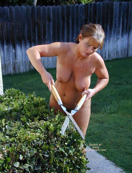 Pic #7 - TM As Promised Working Around The House Nude