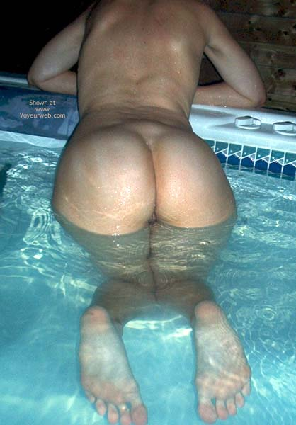 Pic #5 - Girlfriend in Jacuzzi