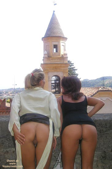 Pic #4 - Vaness Nude In The Medieval Town