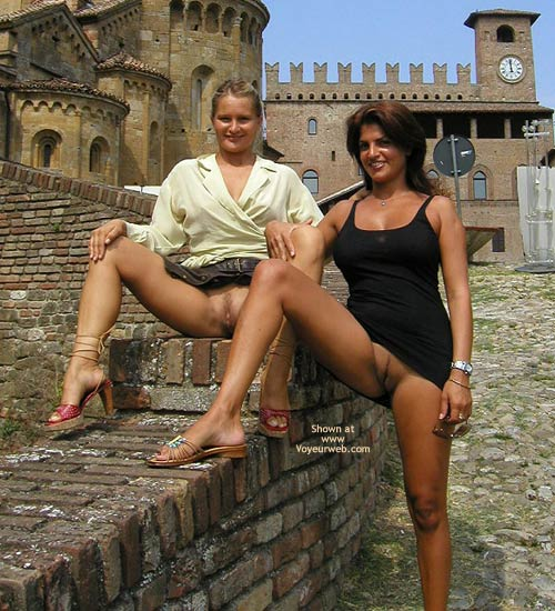 Pic #5 - Vaness Nude In The Medieval Town