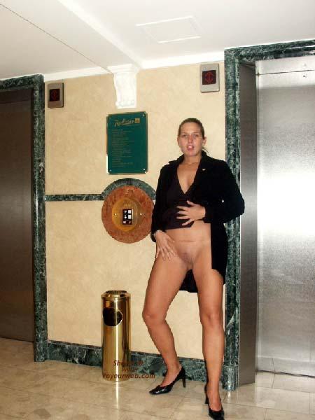 Pic #1 - Gabriela in SAS Hotel Vienna