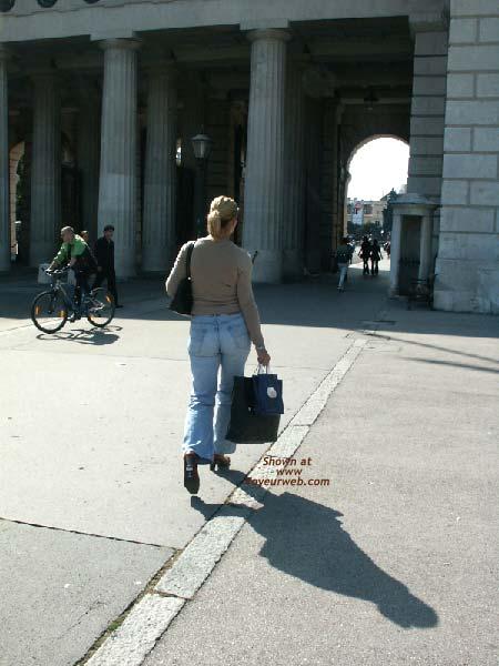 Pic #6 - Gabriela in SAS Hotel Vienna