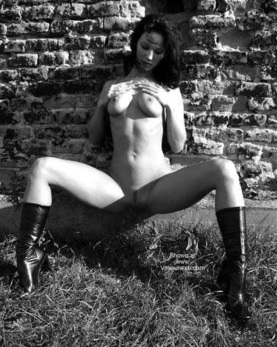 Pic #5 - Sexy Angelina - B&W Outdoors 2