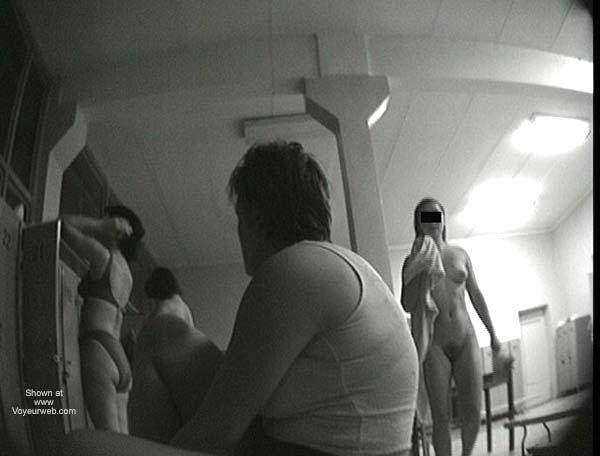 Pic #1 - Pool Dress Room