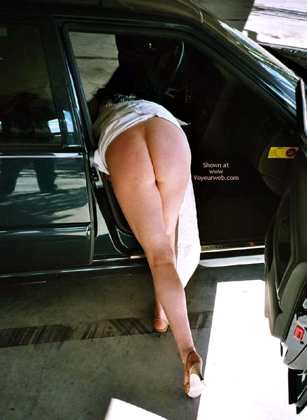 Pic #5 - Horny at The Car Park