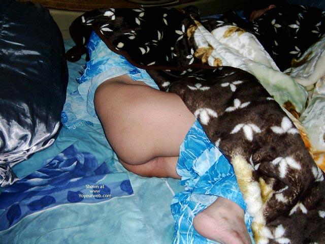 Pic #1 - Paki Uae Wife Sleeping