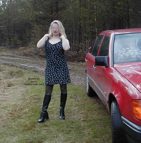 Pic #1 - Pee Babe Linda On a Mercedes