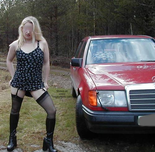 Pic #4 - Pee Babe Linda On a Mercedes
