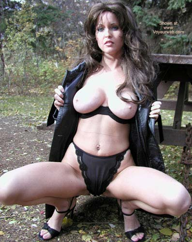 Pic #5 - Nadine Flashing In The Fall