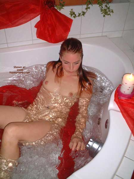 Pic #7 - *TU Niky is Back, in The Tub!