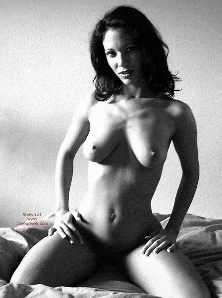 Pic #5 - Sexy Angelina .. Shadows in Bed
