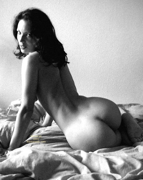 Pic #8 - Sexy Angelina .. Shadows in Bed
