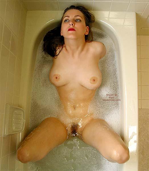 Pic #8 - *TU VW_Laura Takes a Foamy Bath