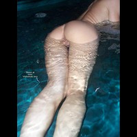 Naked Under Water - Round Ass